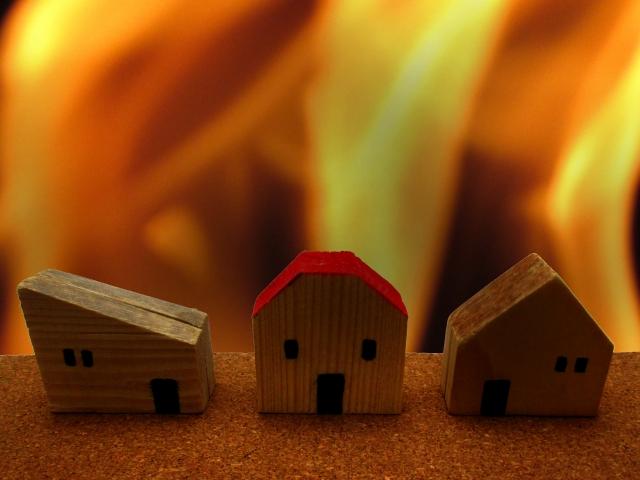 火災で現金が燃えてしまっても火災保険で補償される?